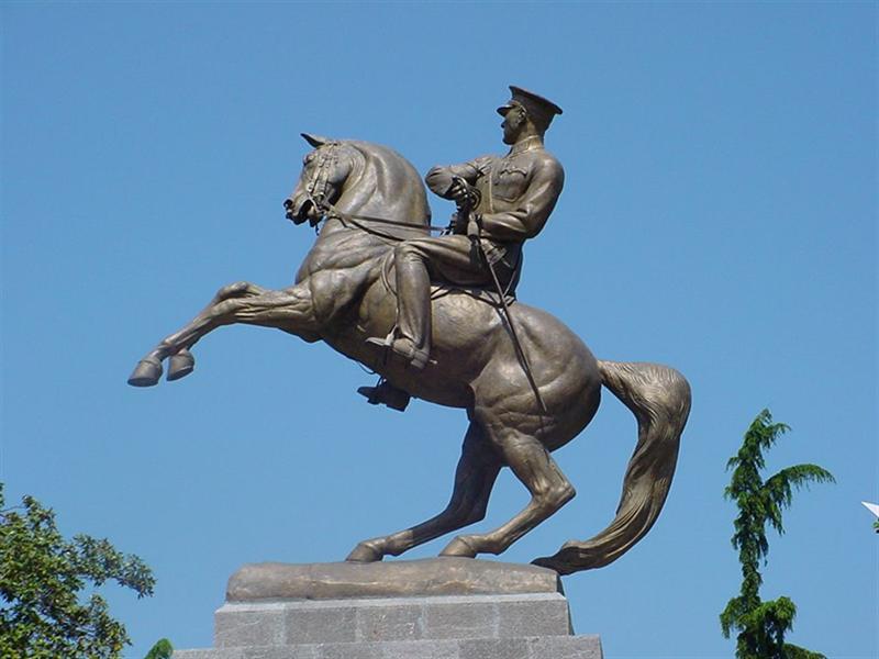 Статуя Мустафы Кемаля на коне