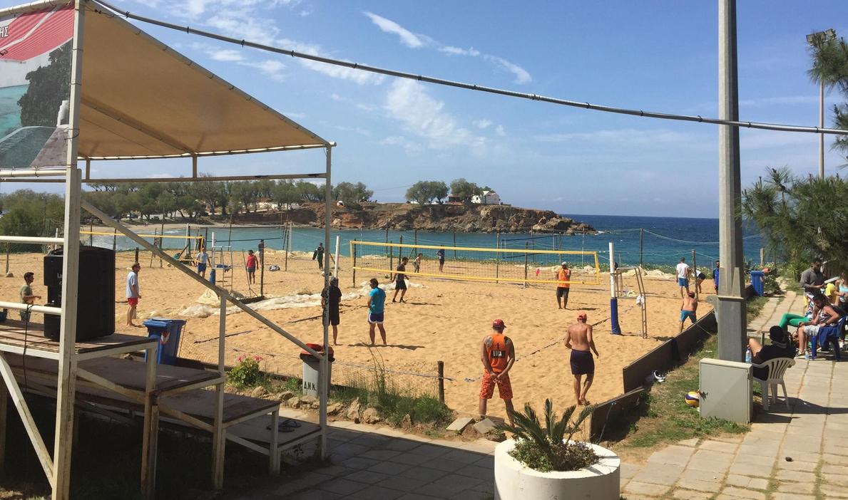 Обустроены хорошие волейбольные площадки