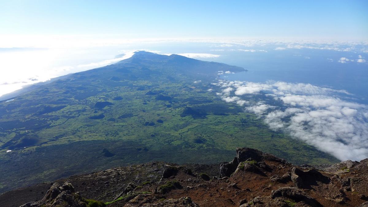 Вид с вершины горы Пику