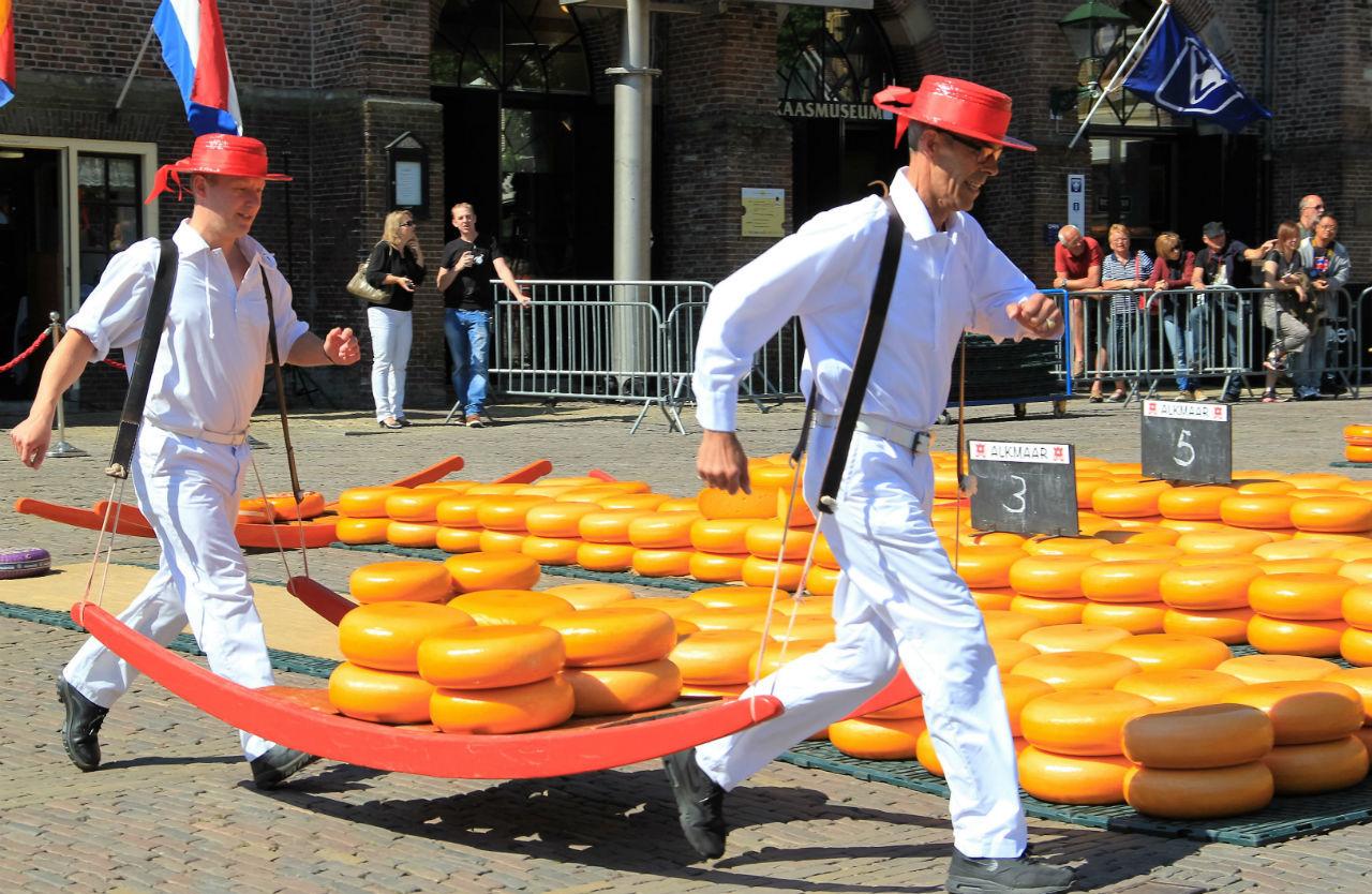 Гильдия грузчиков носят сыр