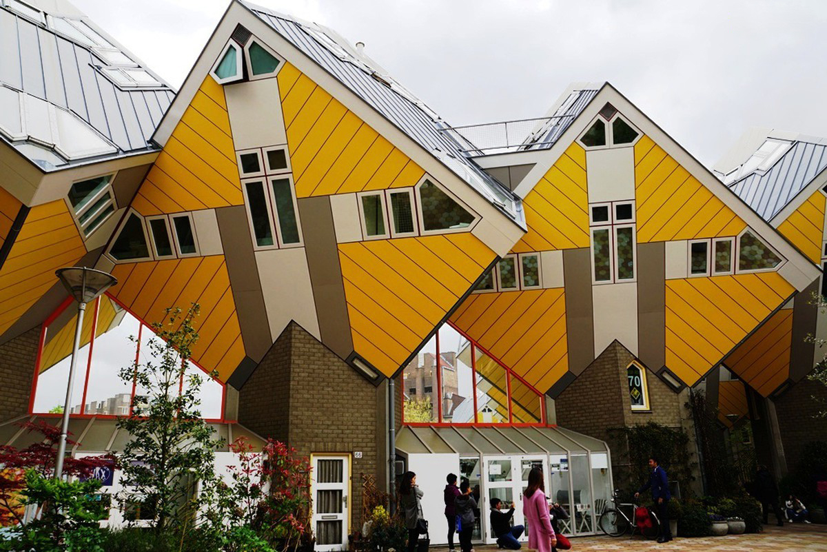 Кубические дома поставленные на угол