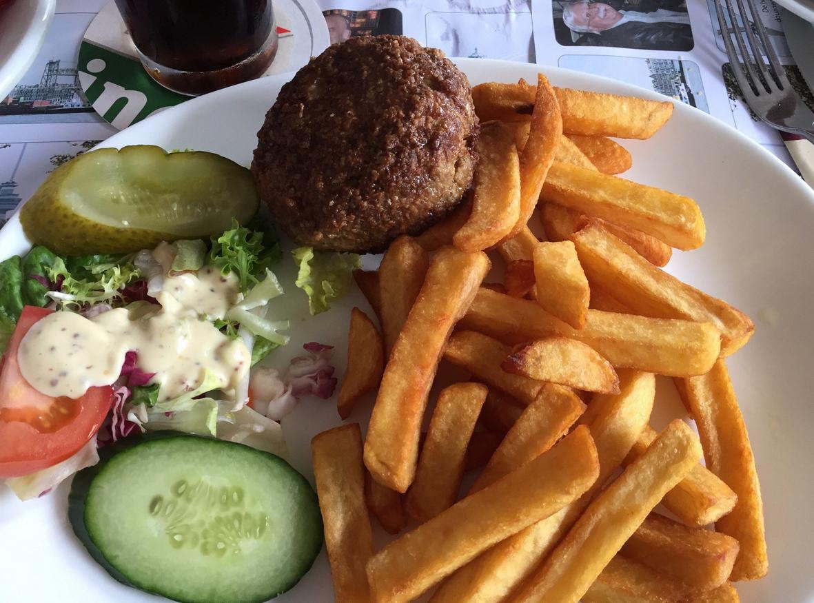 Обед в кафе De Ballentent