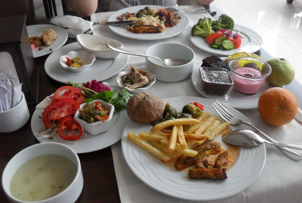 Обед в недорогом кафе Анкары