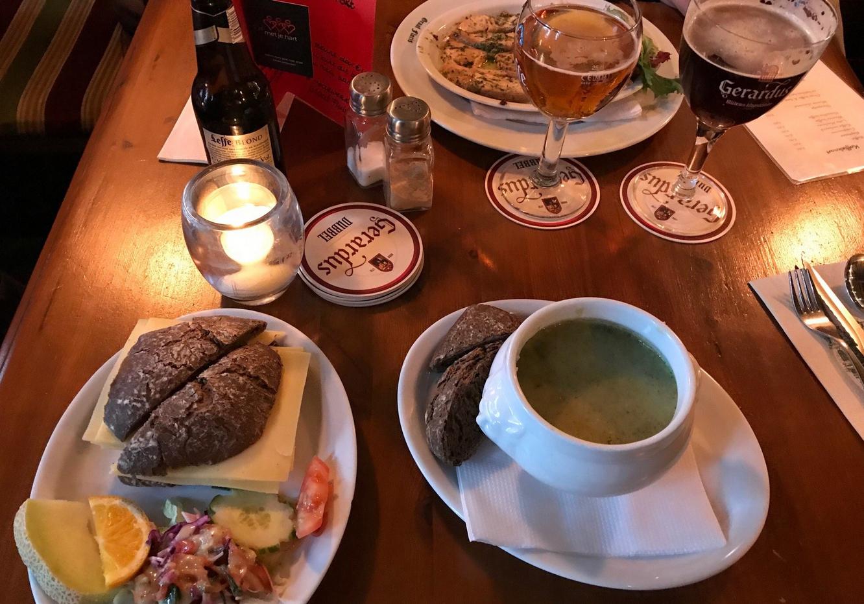 Обед в недорогом кафе Утрехта
