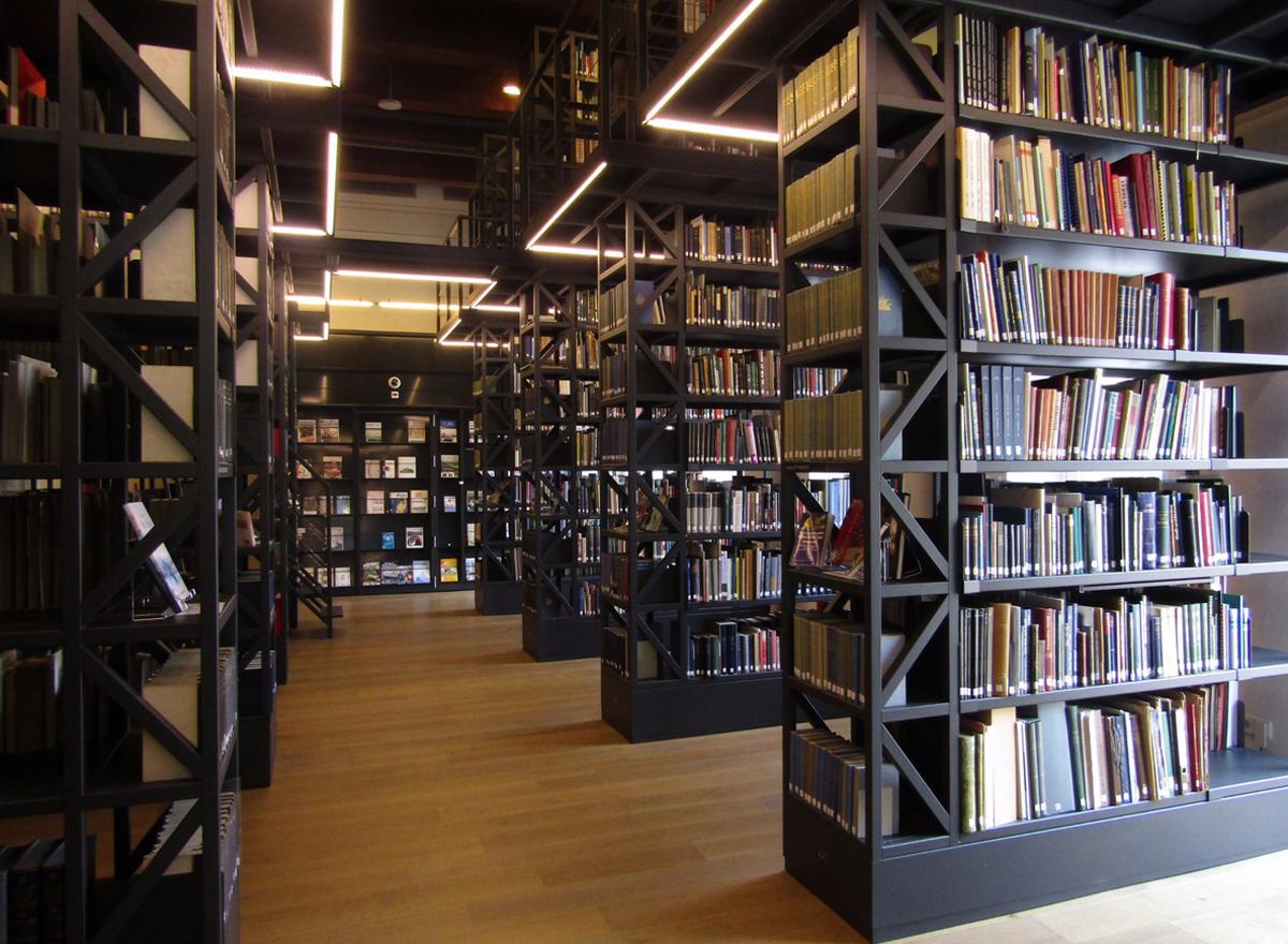 Огромная библиотека морской тематики
