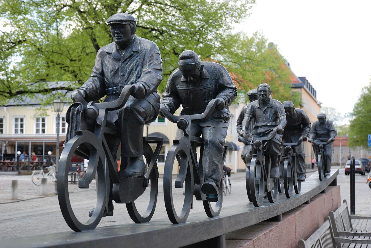 Памятник с велосипедистами Асеастрёммен