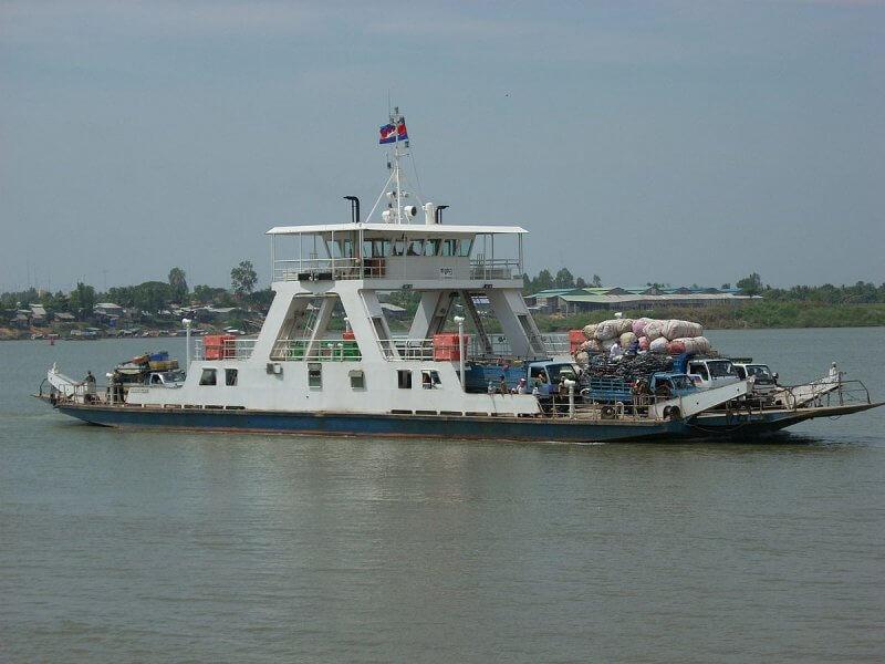 Фото: паром на реке Меконг
