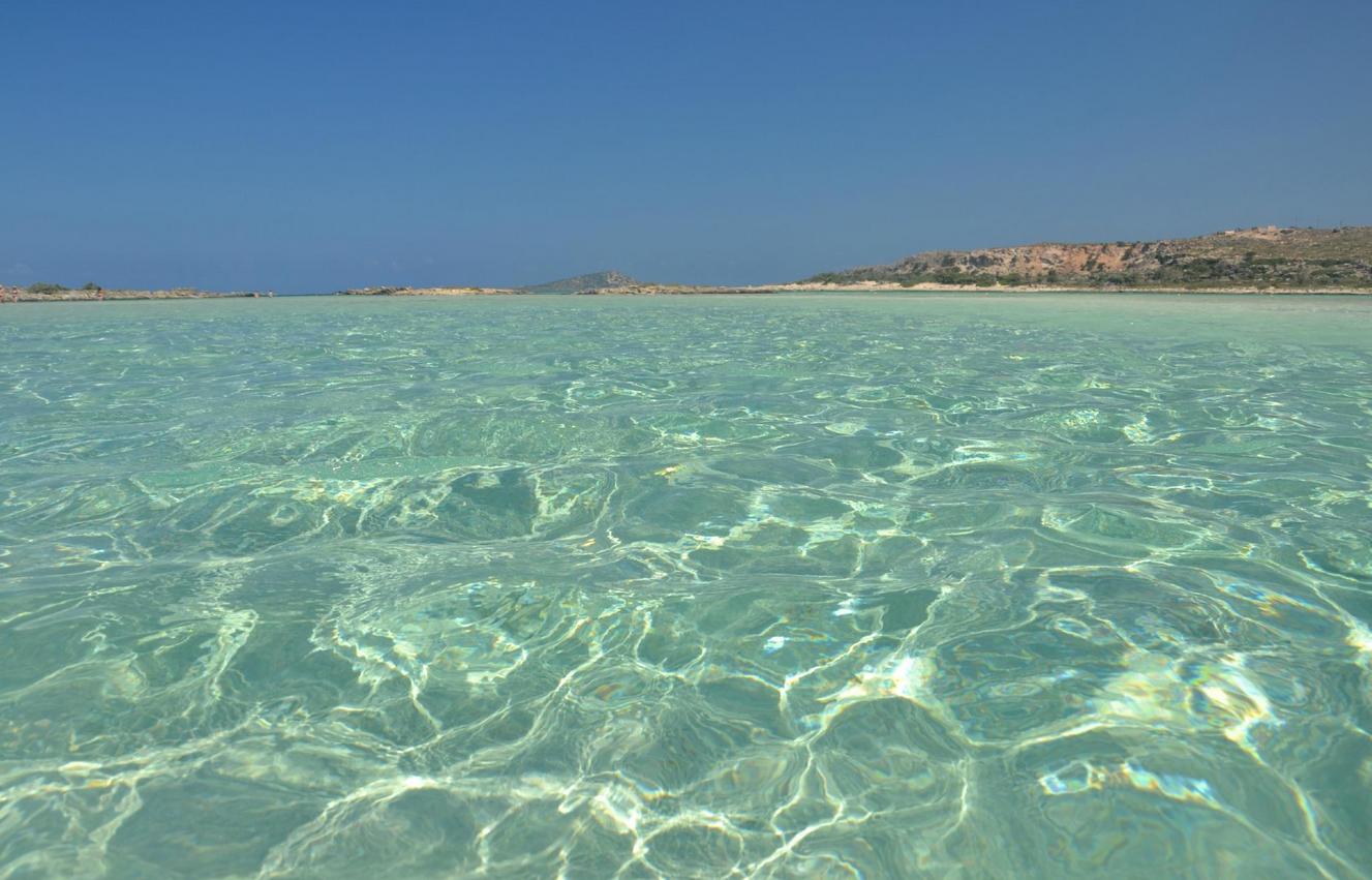Прозрачная вода на пляже Элафониси