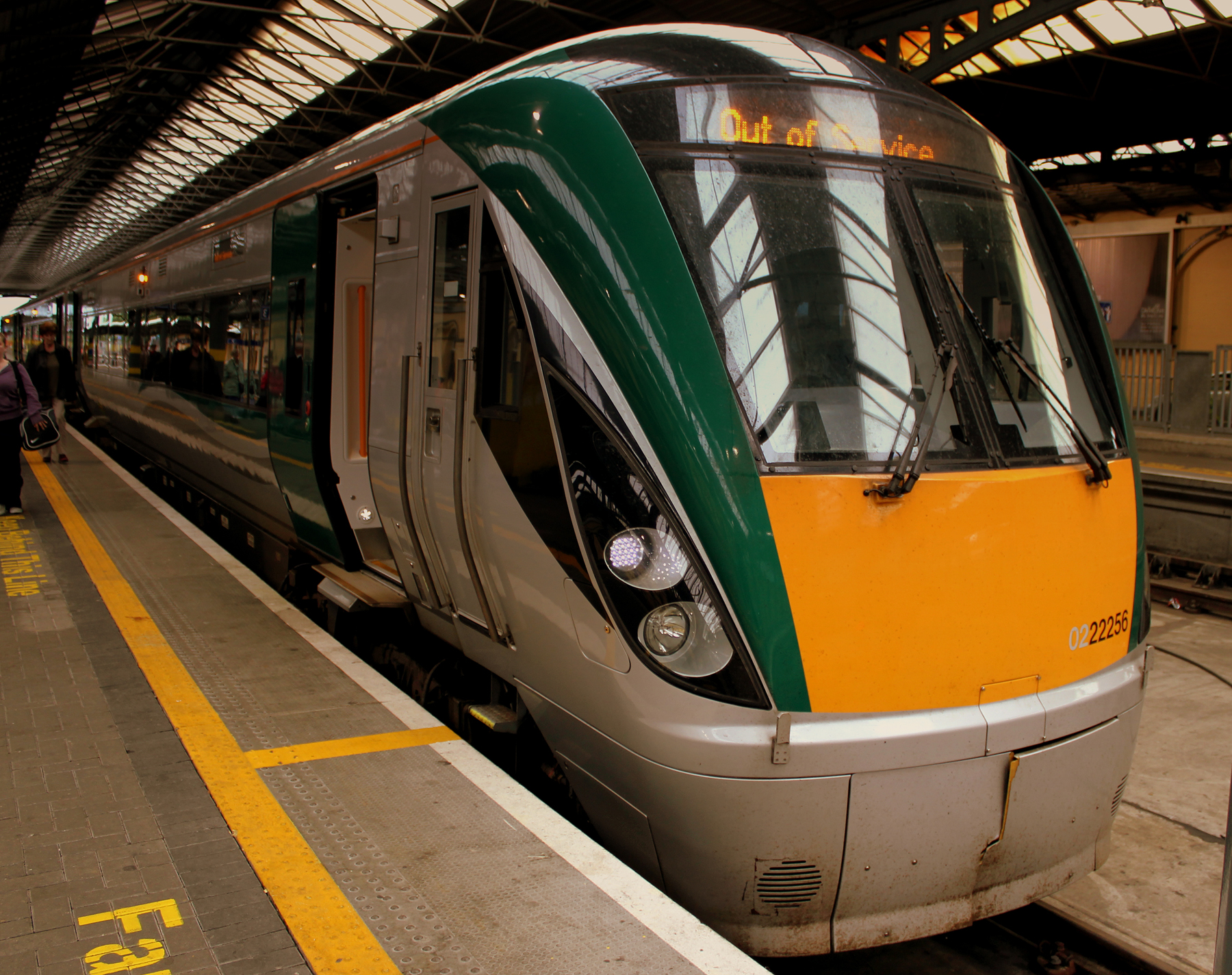 Поезд от станции Dublin Heuston