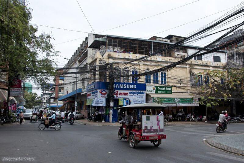 Трафик на улицах Пномпеня