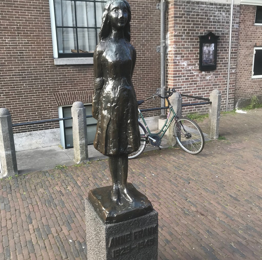 Памятник Анне Франк