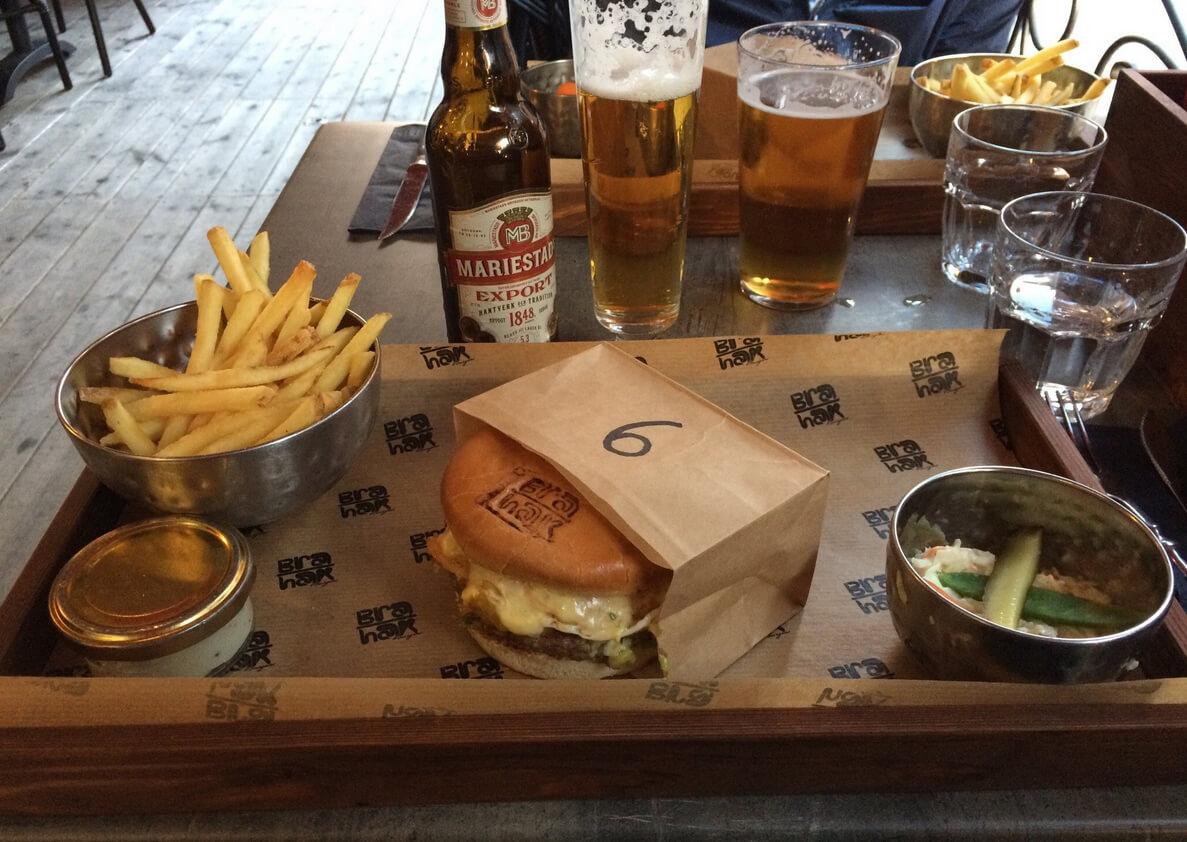 В кафе Bra Hak Burgers