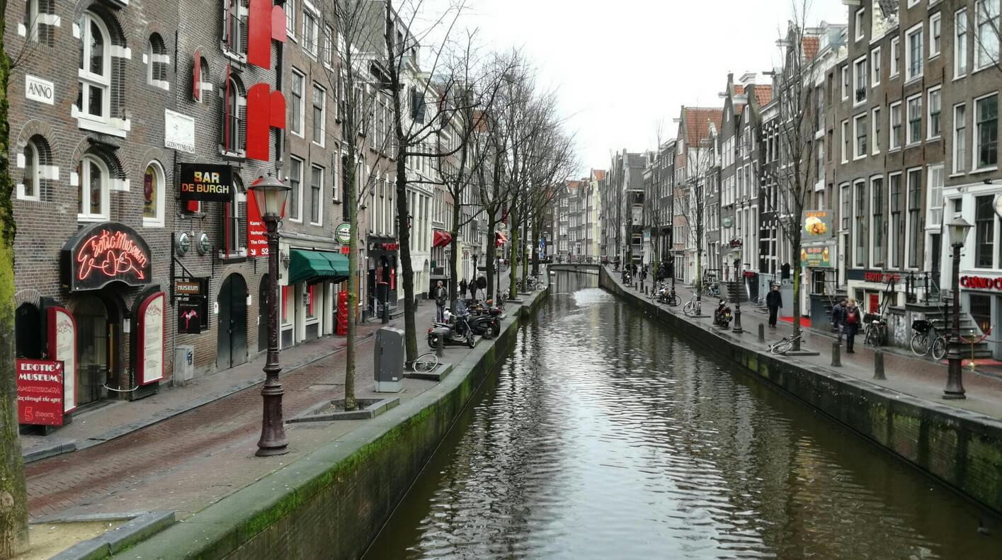 Улица Oudezijds Achterburgwal