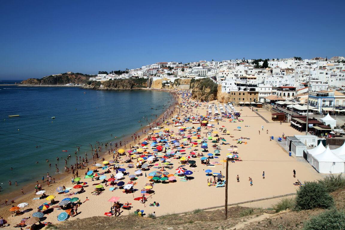 Центральный городской пляж Praia dos Pescadores