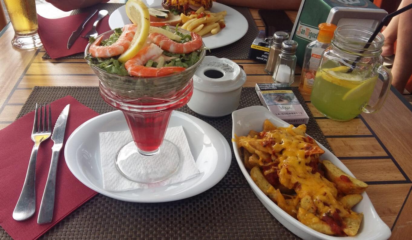 Морепродукты с гарниром в ресторане Restaurante Vivaldo's