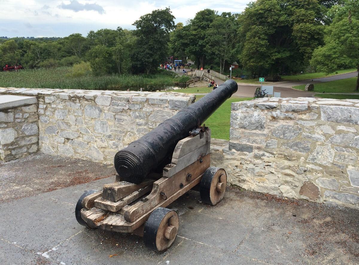 Пушка в замке Росс