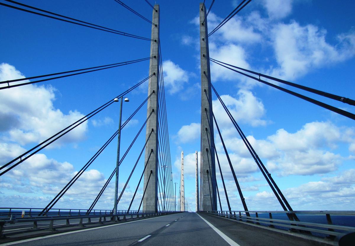 В автомобиле движущемся по Эресуннскому мосту