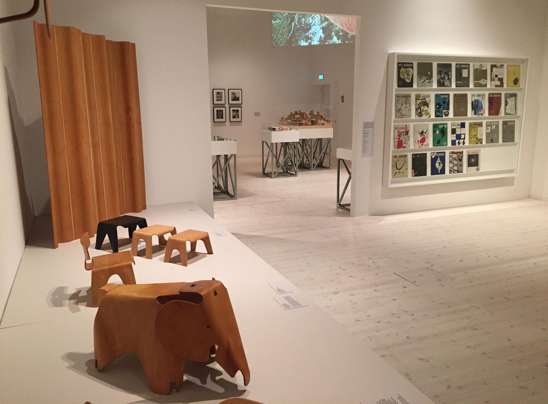 В музее современного искусства, Умео