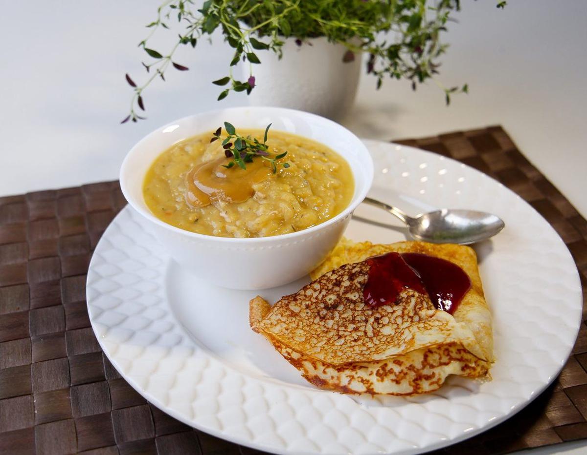 Гороховый суп с блинами