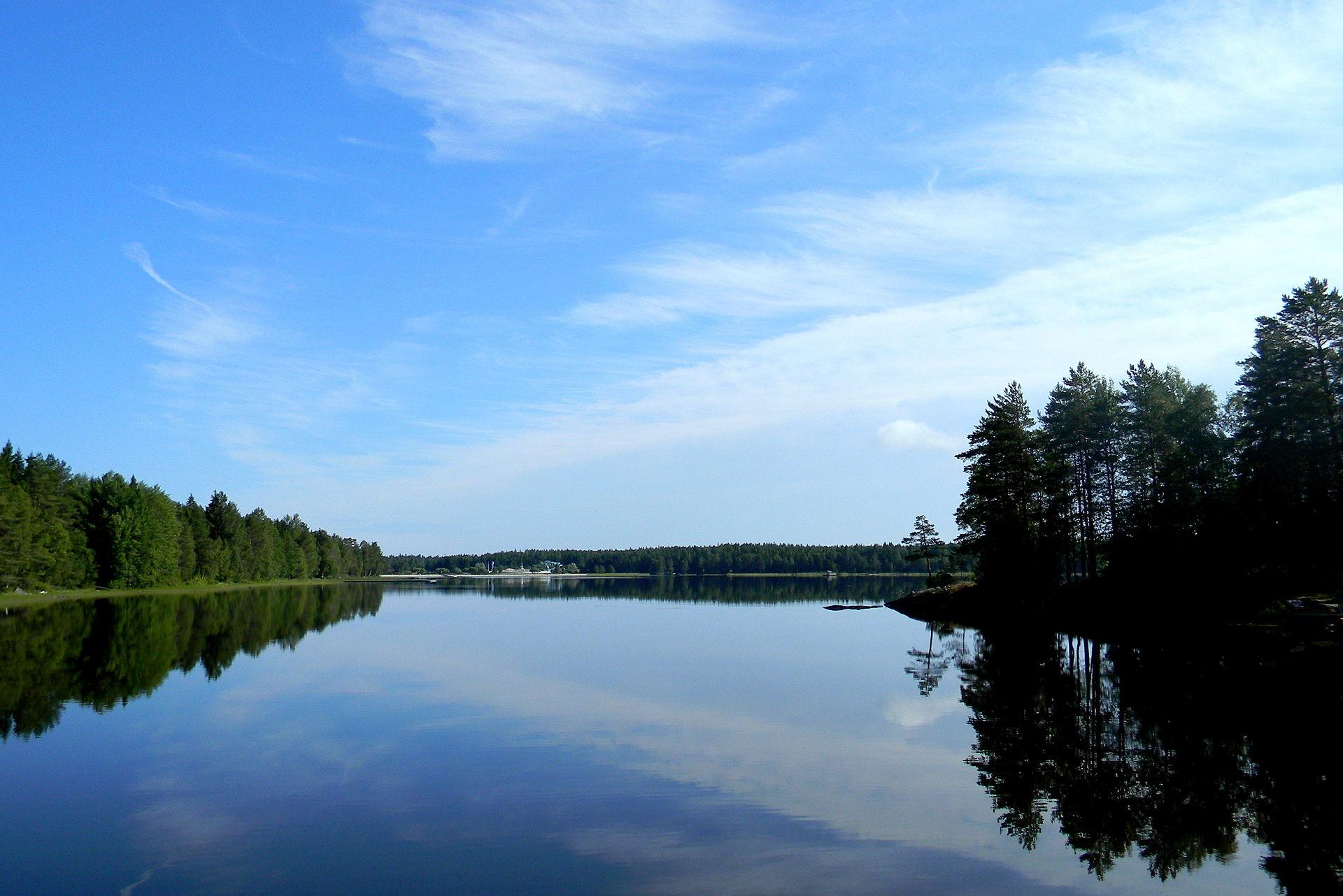 Кристально чистое озеро Нюдалашён
