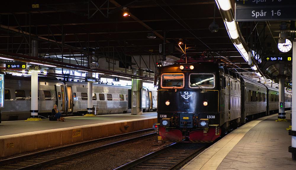 Поезд на жд вокзале Стокгольма