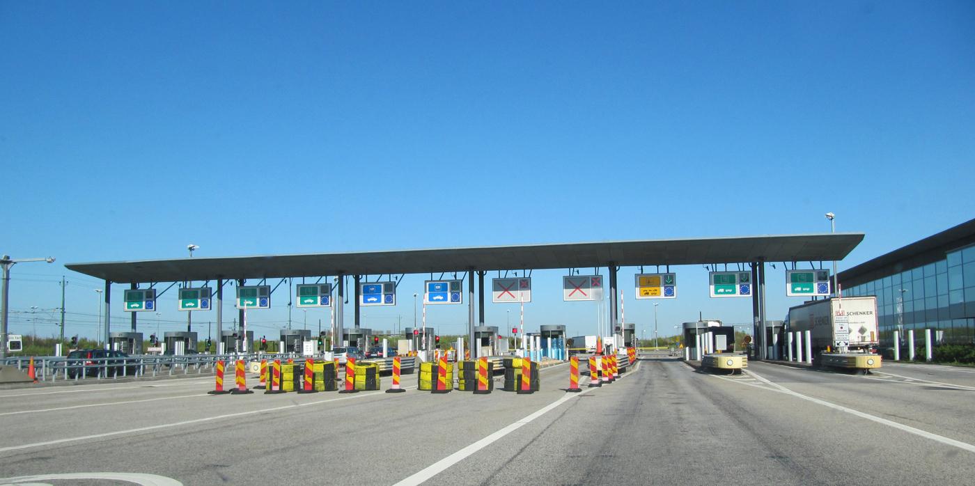 Станции оплаты проезда по мосту
