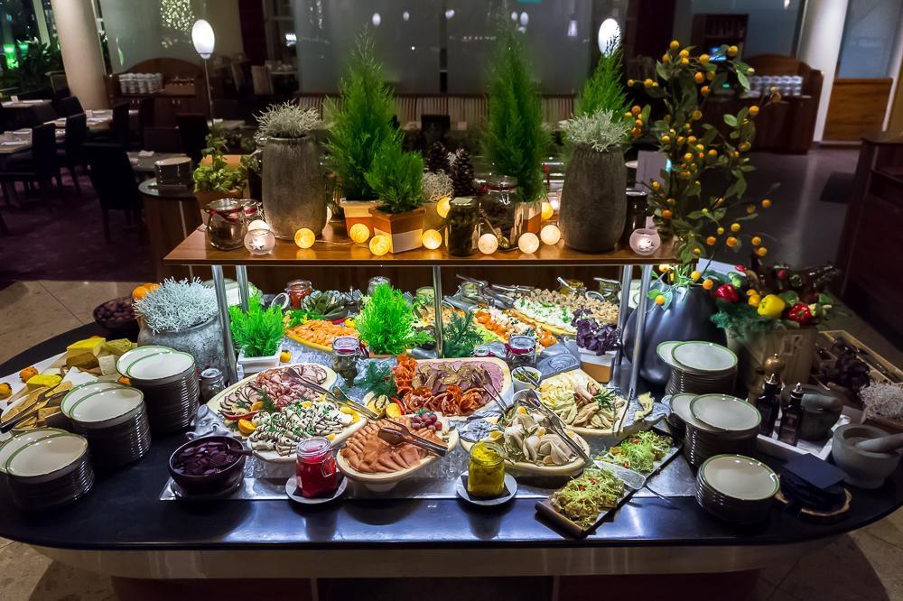 Традиционный шведский стол