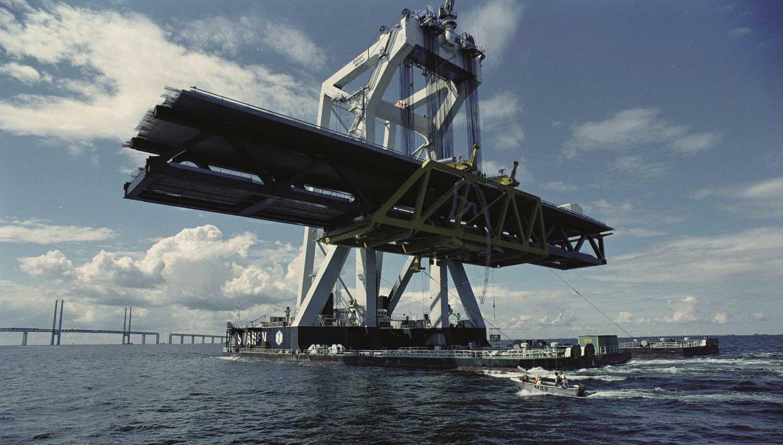 Транспортировка части Эресуннского моста