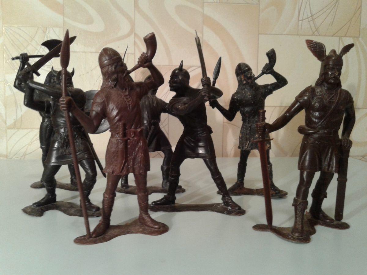 Фигурки древних викингов