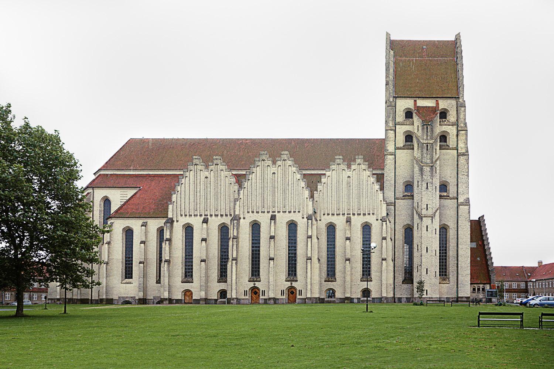 Торцевая часть церкви Грундтвига