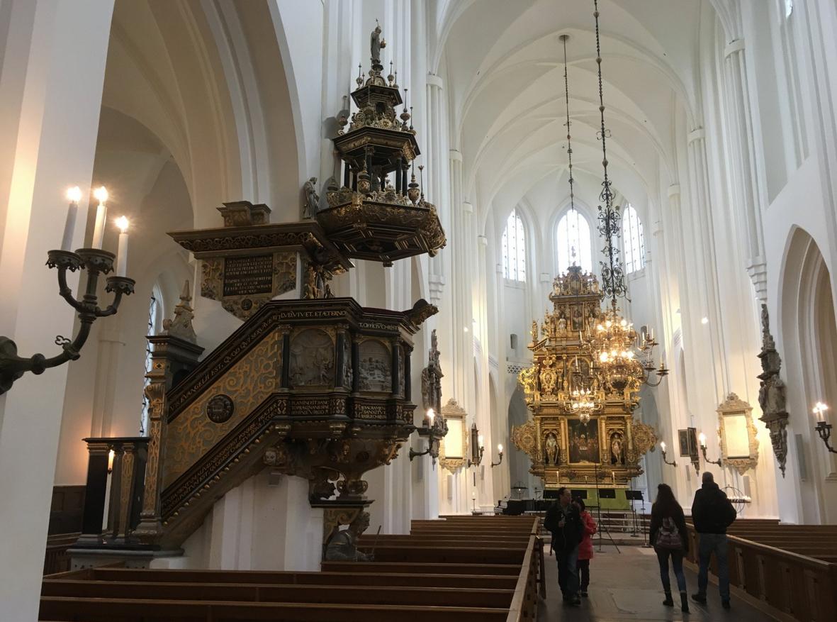 В нутри церкви Святого Николая