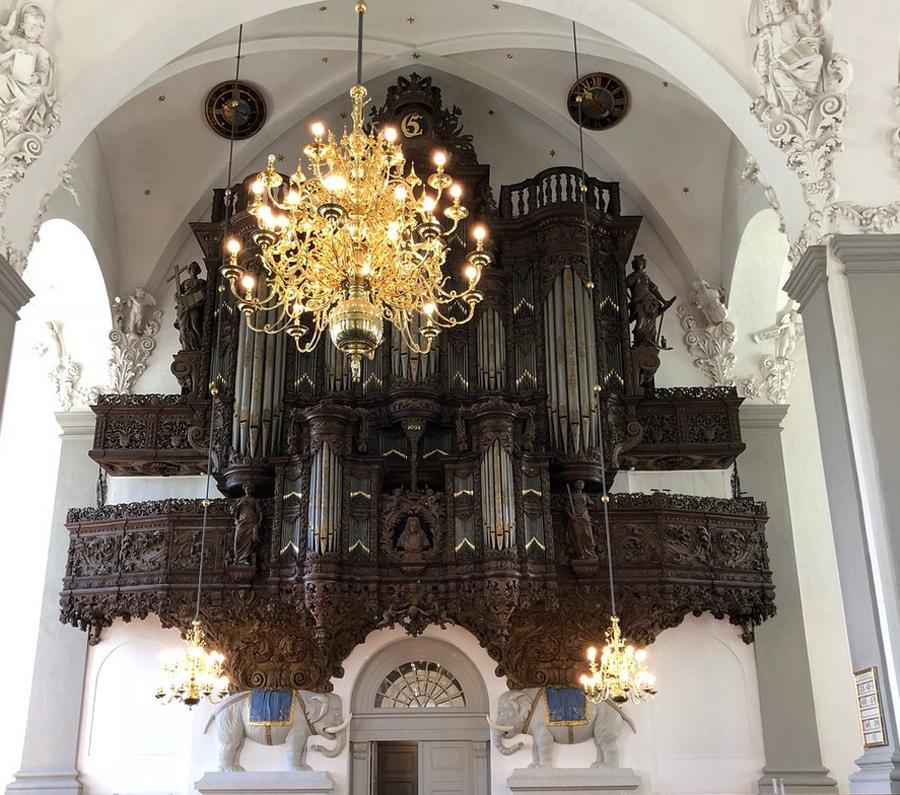 Орган, который состоит из 4 тысяч труб