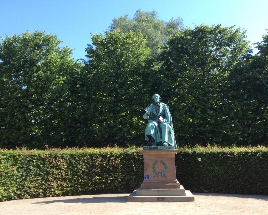 Скульптура известному сказочнику Андерсену