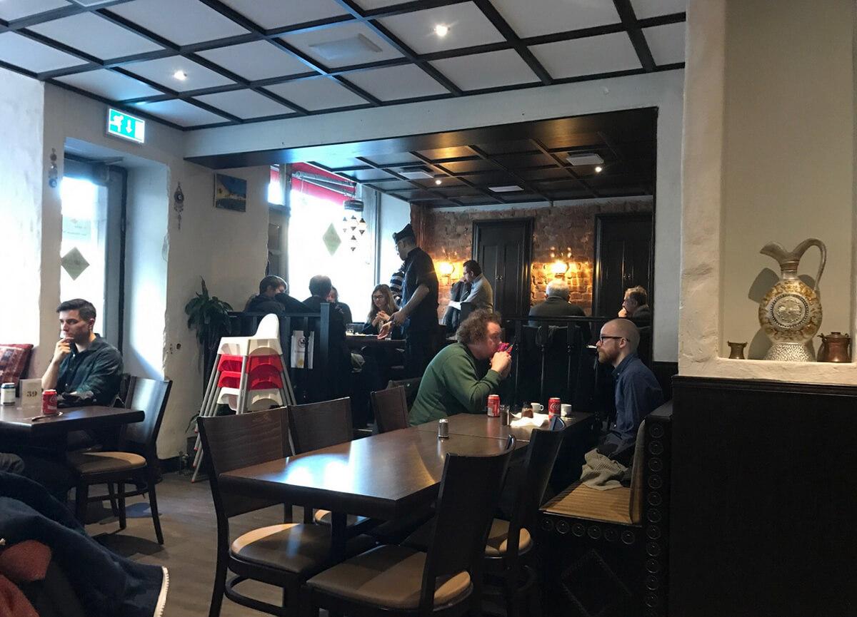 В ресторане Amida