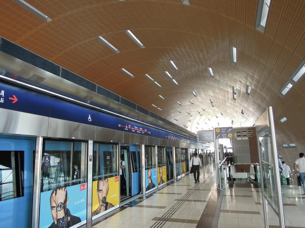 На метро до станции Burj Khalifa