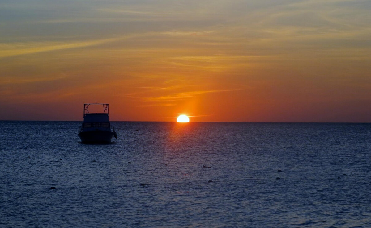 Закат на пляже Игл Бич