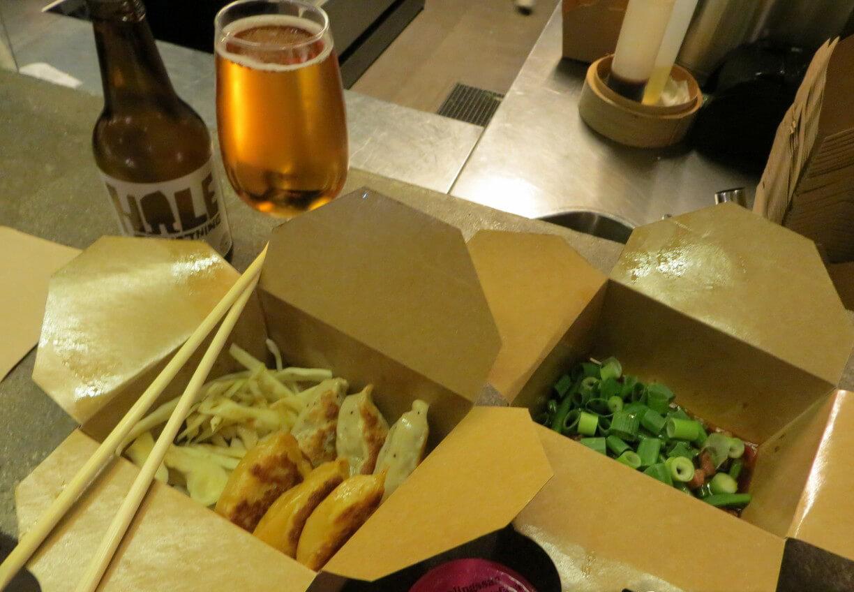 Чаще всего здесь покупают блюда азиатской кухни