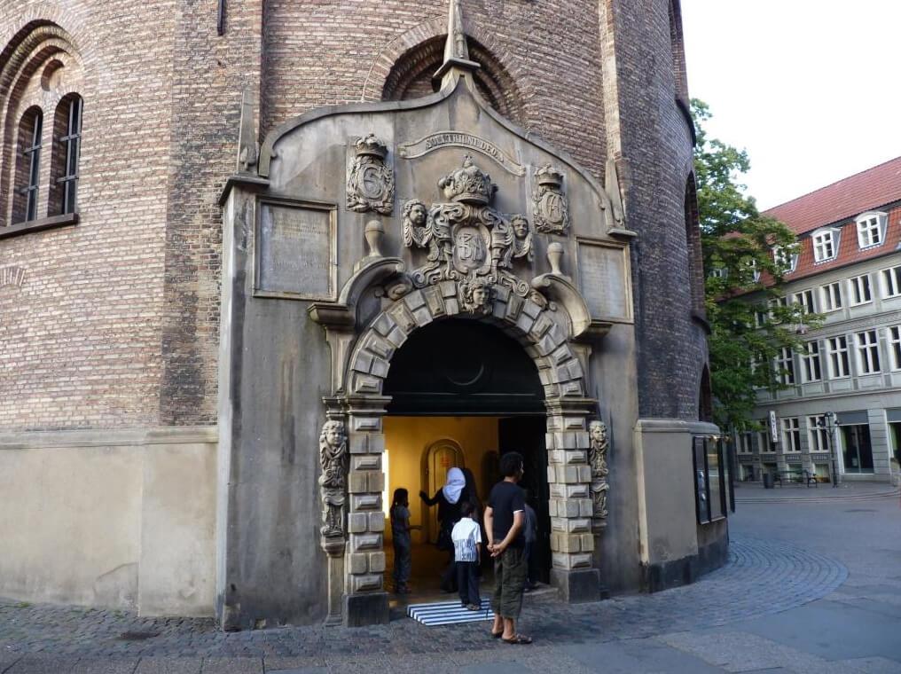 Вход в башню Rundetaarn