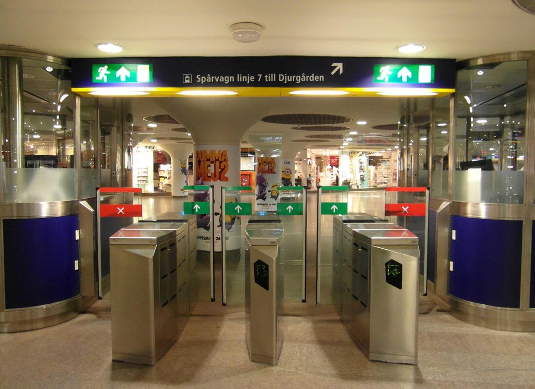 Вход в метро Стокгольма
