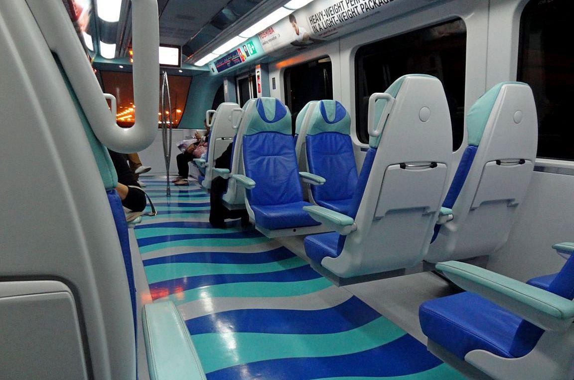 В «золотом» вагоне метро Дубай