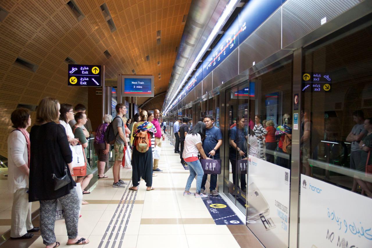 В ожидании поезда метро