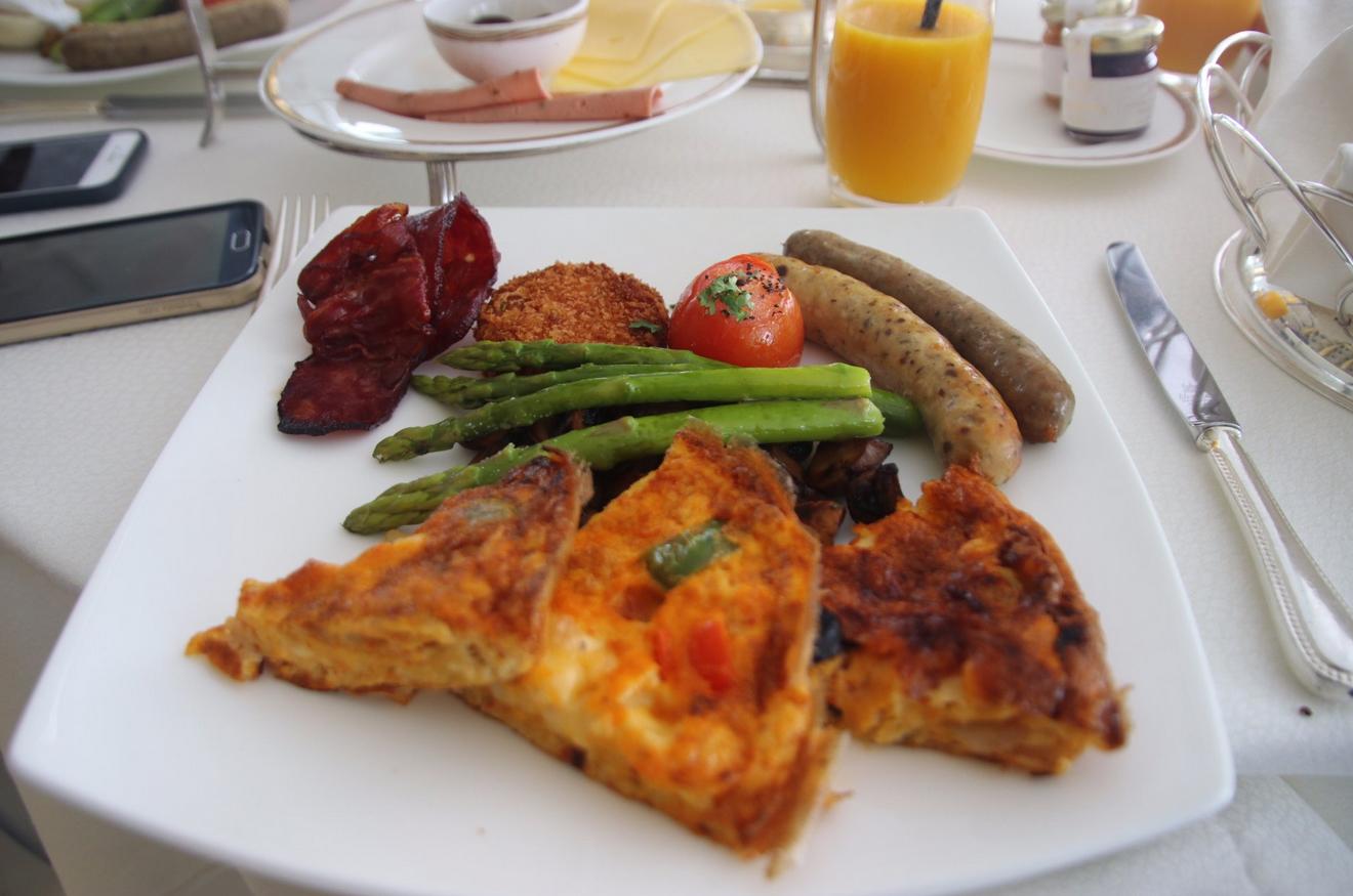 Завтрак в ресторане Sahn Eddar