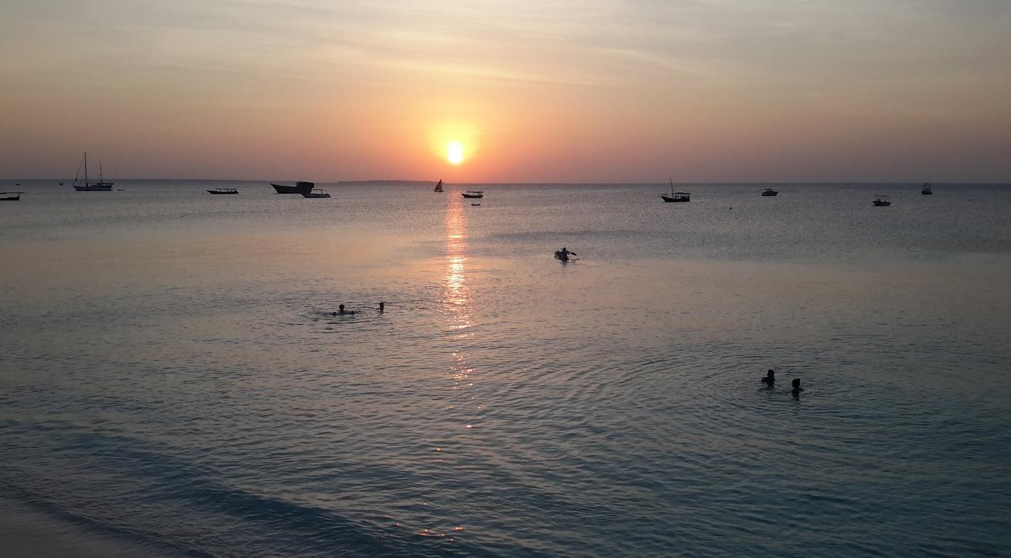Закат на пляже Нунгви