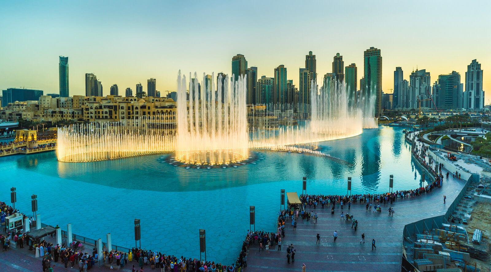 Танцующий музыкальный фонтан в Дубае