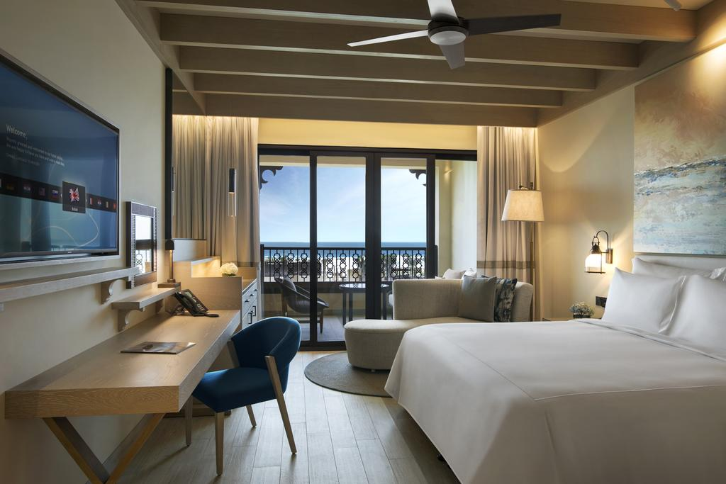 Номер в отеле Saadiyat Rotana Resort and Villas