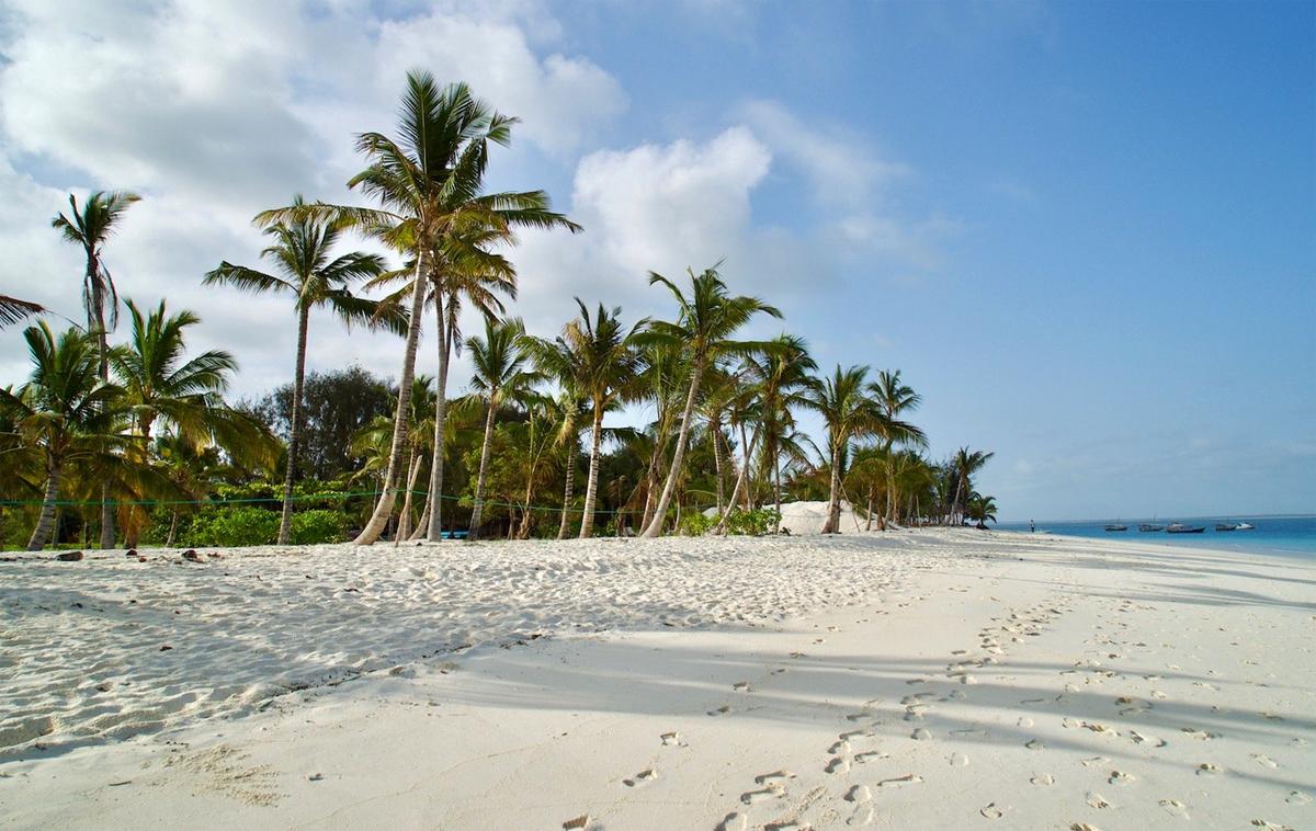 Песок пляжа Кендва всегда чистый