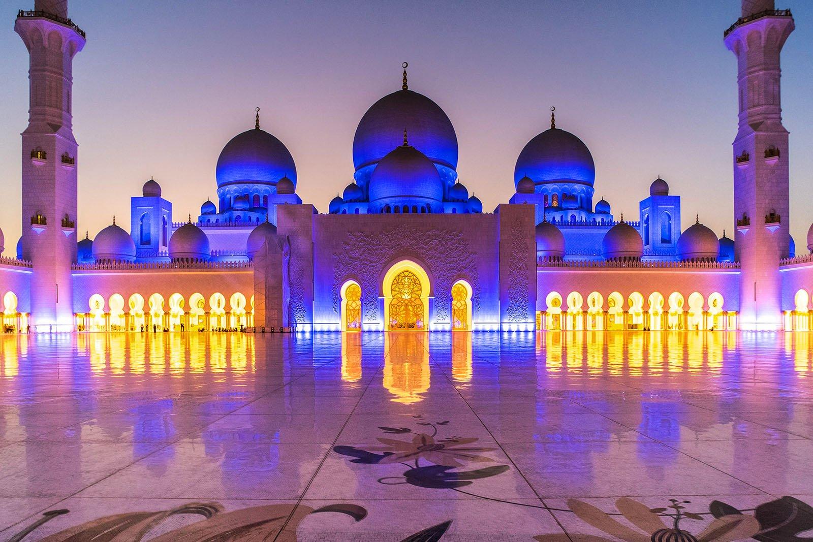 Подсветка фасада Белой мечети