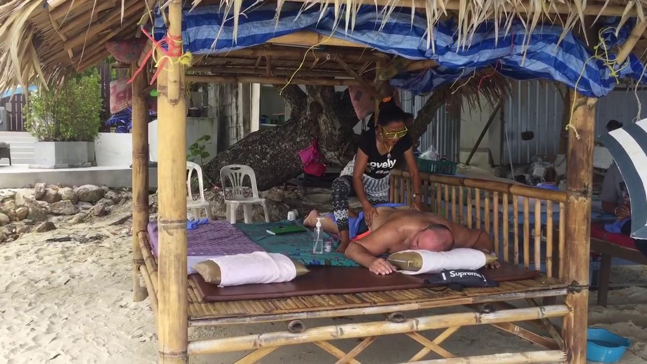 Прямо на Чавенг-Бич можно сделать тайский массаж