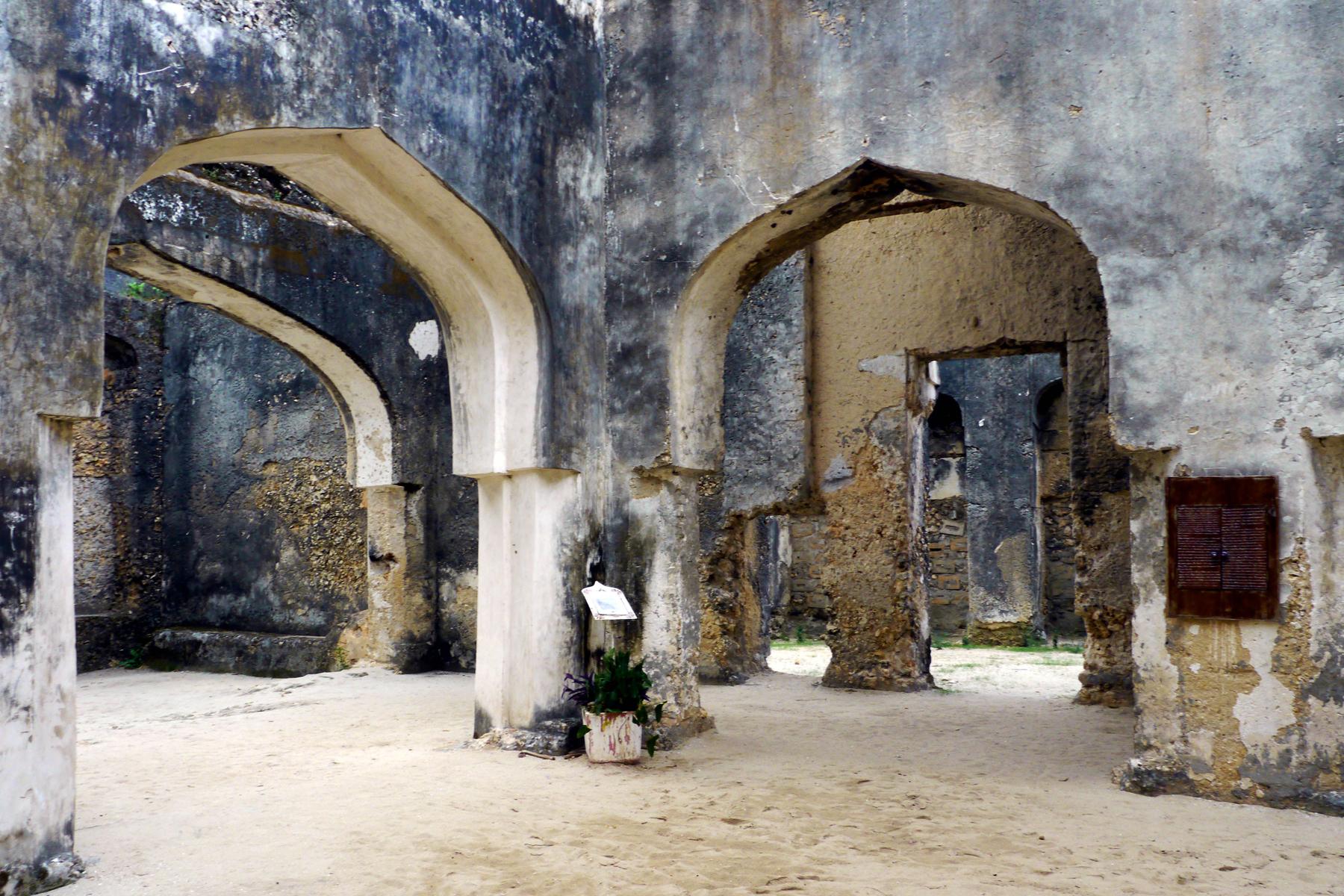 Руины замка Мтони