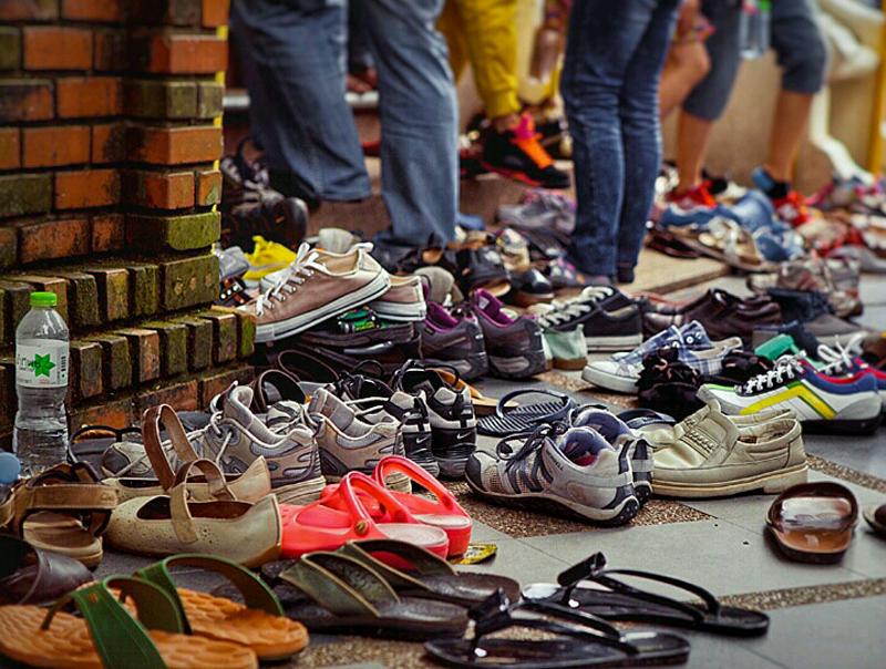 Снимайте обувь заходя в дом к арабам